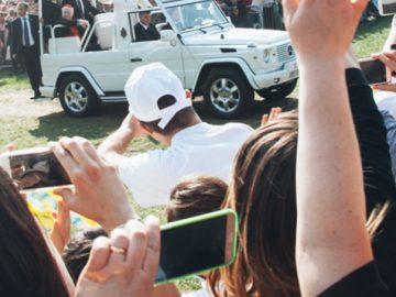 Deflusso regolare del milione di fedeli dal parco di Monza dopo la partenza del Papa