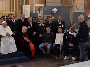 Francesco ai carcerati: «Vi ringrazio dell'accoglienza. Io mi sento a casa con voi»