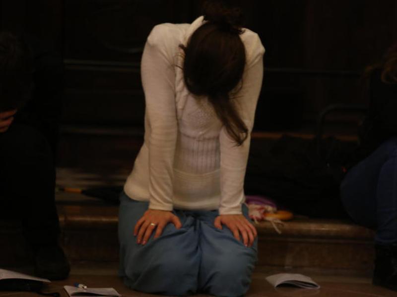 Giovane in preghiera 1