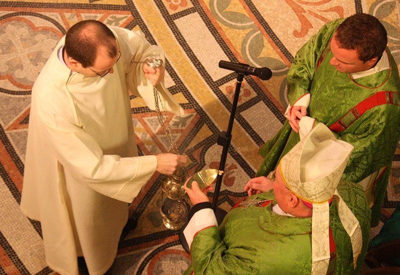 catholic-liturgy-656599_960_720