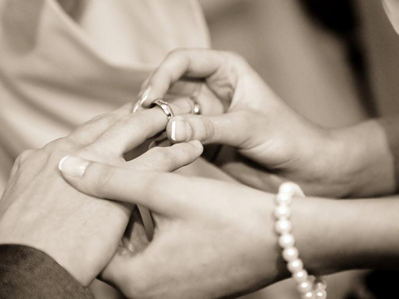 sposi matrimonio anelli