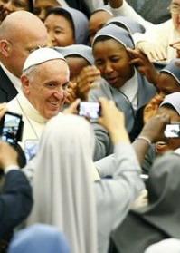 papa Francesco e suore