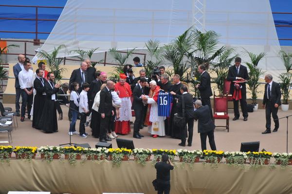 Il Santo Padre ha  incontrato i cresimandi a San Siro