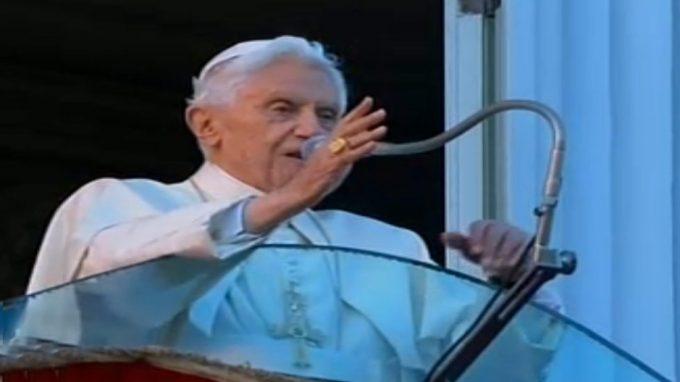 benedetto xvi partenza dal vaticano