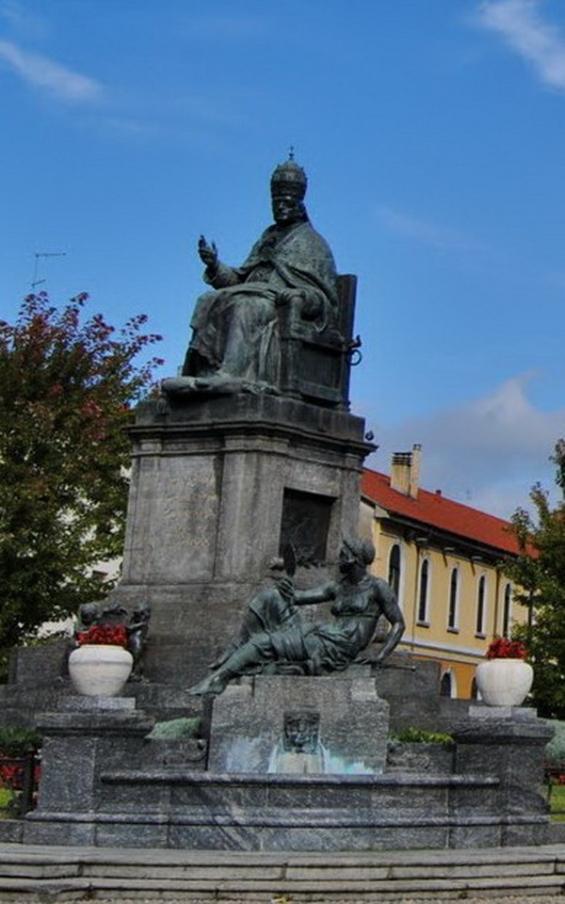 statua Pio XI Desio