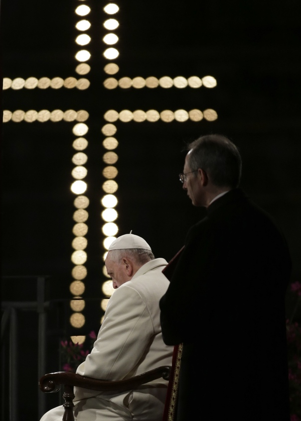 Papa_Via Crucis