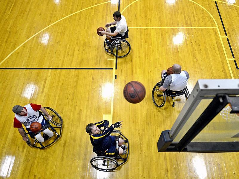 basketball carrozzina sedia a rotelle