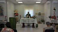 La messa celebrata dal parroco don Savino