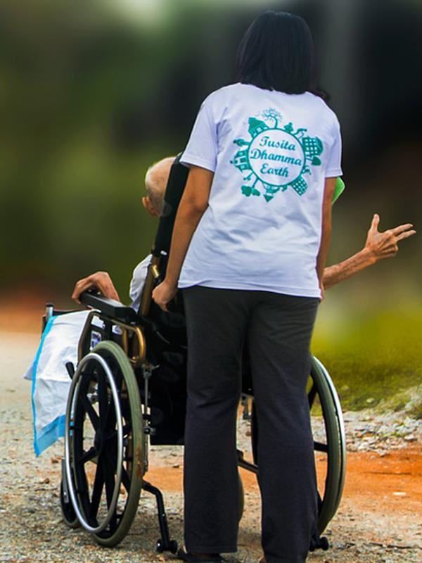 hospice fine vita malattia anziano sedia a rotelle