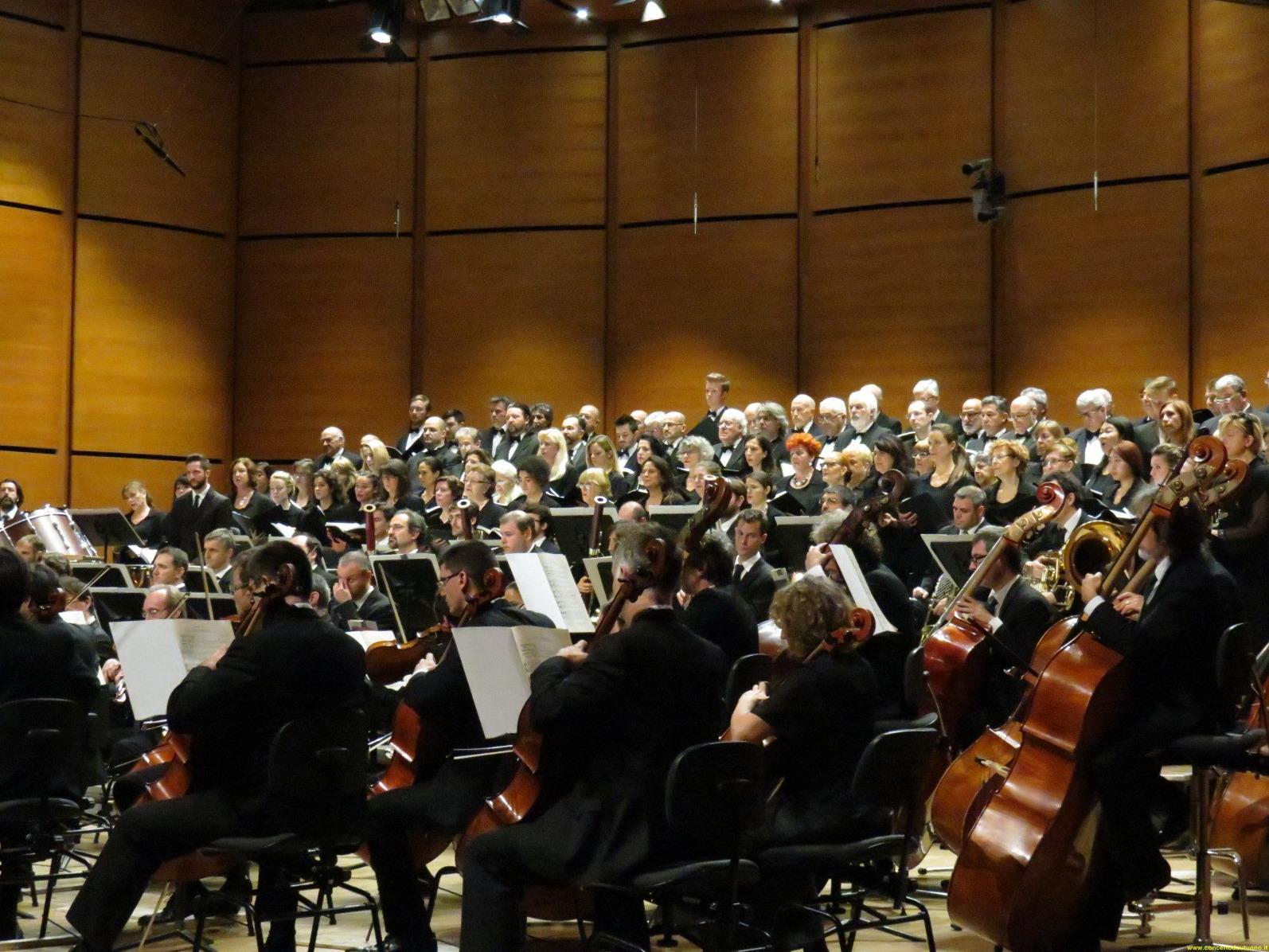 il M° Bignamini dirige orchestra e coro de laVerdi nel Requiem di Verdi - foto Mario Mainino (2)
