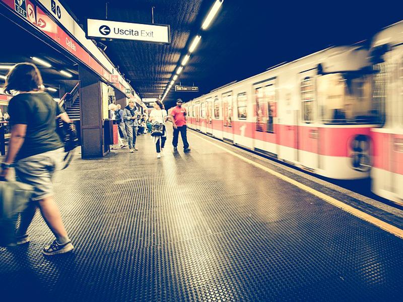 metro-1807913_960_720