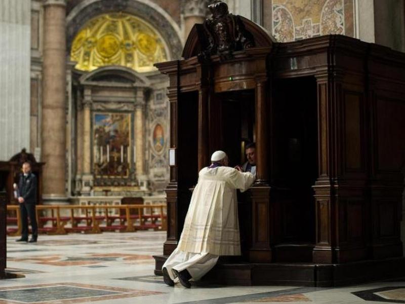 Il Papa si confessa