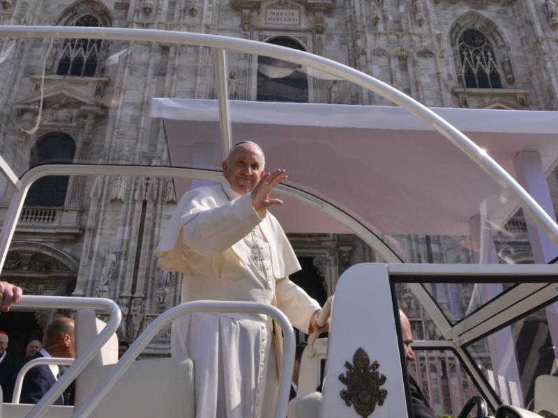 Papa Duomo esterno Cropped
