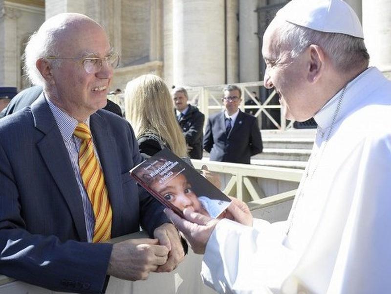 Sandro Calvani con papa Francesco