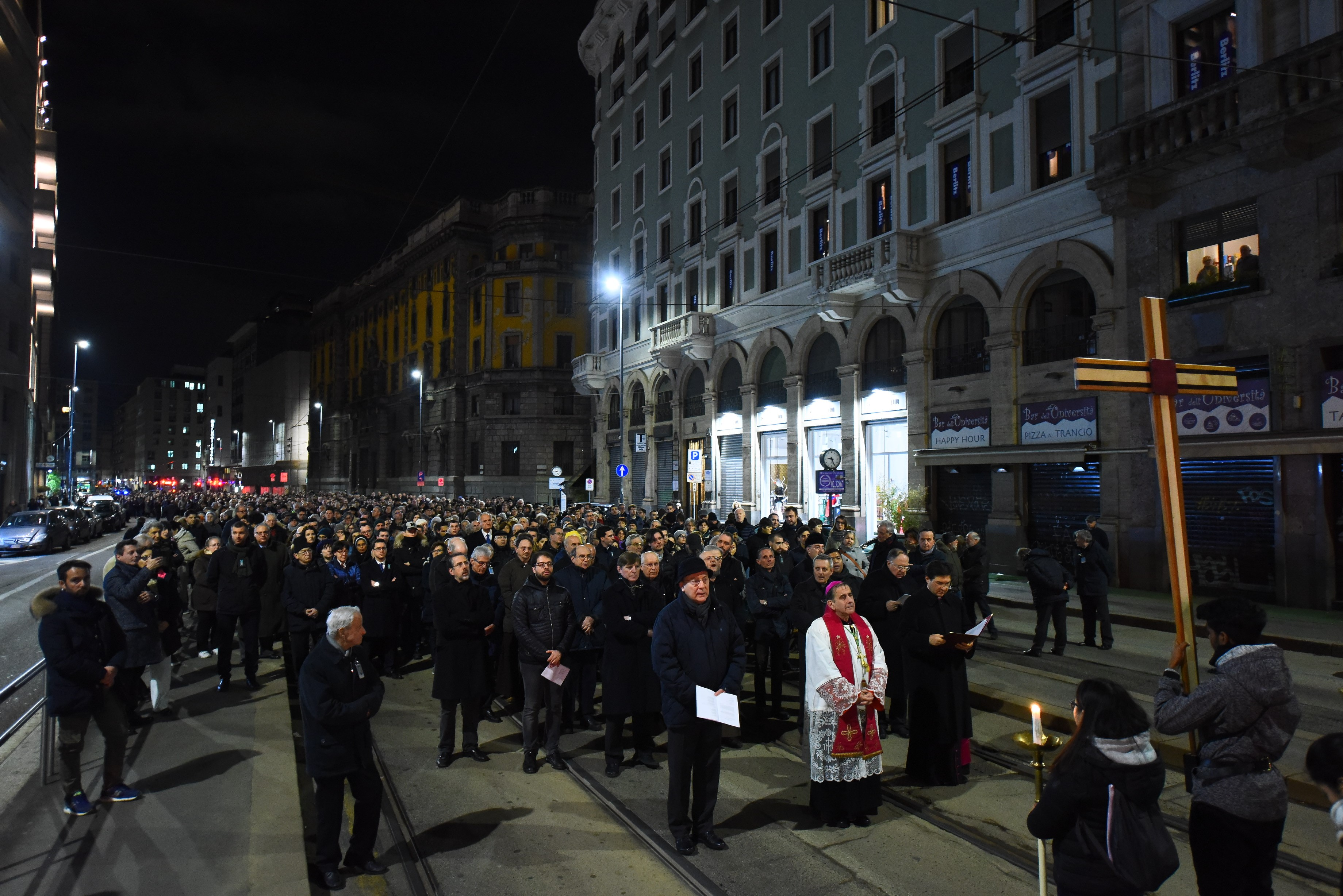Ufficio Scolastico Milano Nuovo Sito : Via crucis: portare speranza a un mondo senza gioia a una società