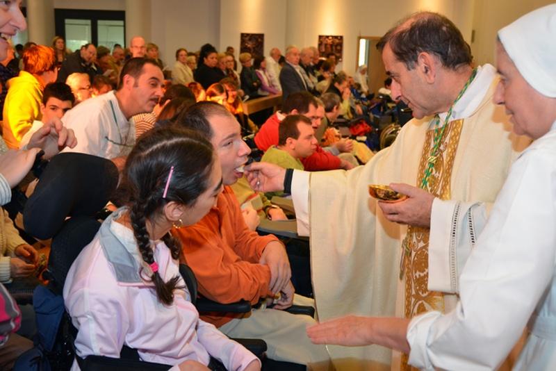L'Arcivescovo durante una celebrazione al Santuario Don Gnocchi di Milano