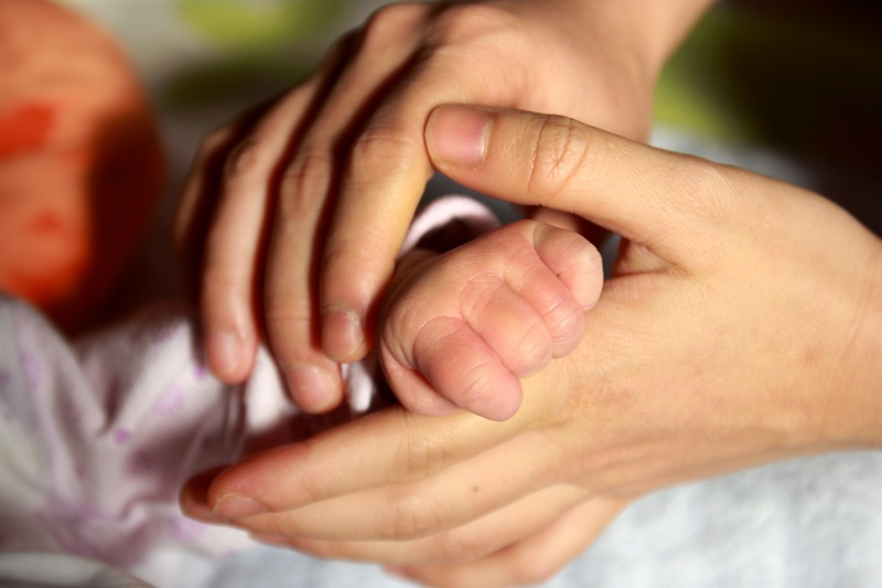 baby-hand-847819 Cropped