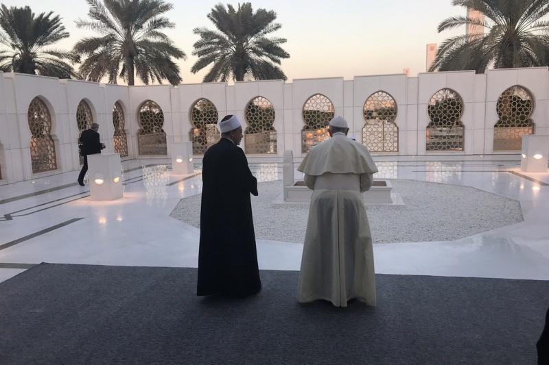Papa negli Emirati