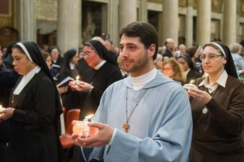 Bergoglio-parla-della-crisi-della-vita-consacrata_articleimage Cropped