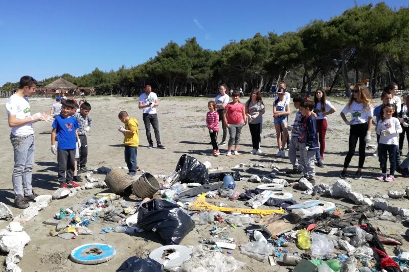 Spiagge raccolta rifiuti Cropped