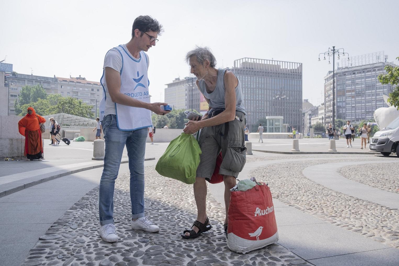 distribuzione acqua fresca_Progetto Arca_estate 2019