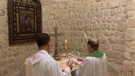 Monsignor Delpini celebra la Santa Messa nel Monastero di San Sergio e Bacco a Maalula, nel 2013 e nei primi mesi del 2014 profanato, saccheggiato e distrutto dai jihadisti di A