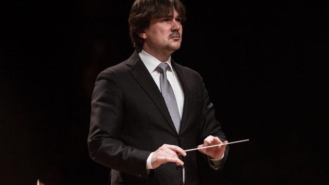 Andrea Oddone dirige laVerdipertutti e il Coro degli Stonati nel Crescendo - foto StudioHanninenDSC_3190 Cropped