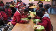 """Bimbi boliviani consumano il piatto preparato con fondi di """"Dona un sorriso"""""""