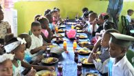 """Bimbi dominicani consumano il piatto preparato con fondi di """"Dona un sorriso"""""""