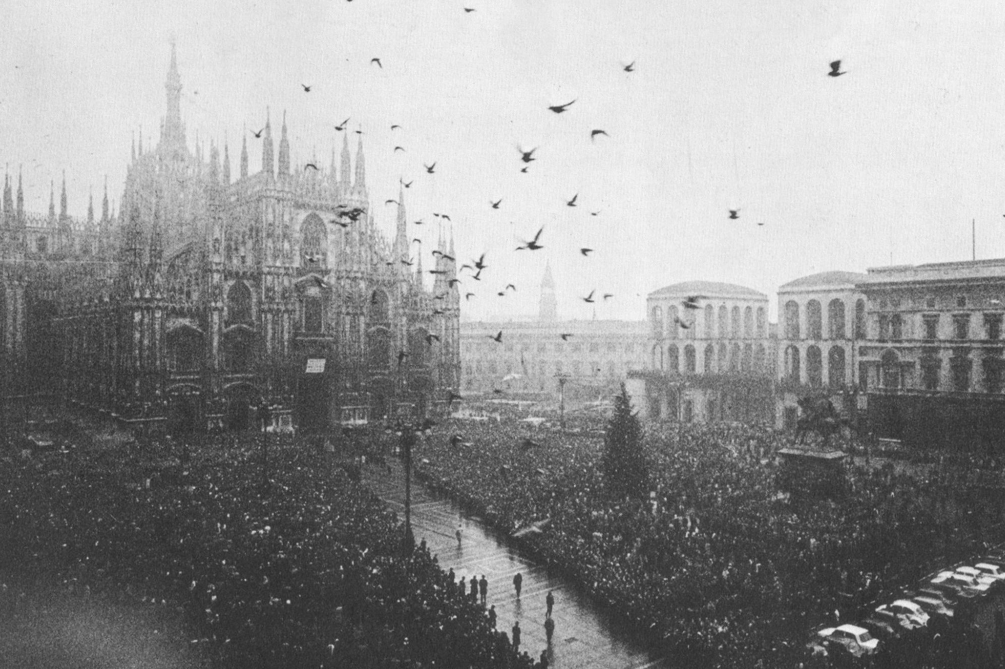 Funerali_morti_piazza_fontana Cropped