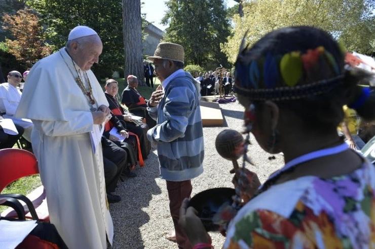 Honorato un capo tribù dei Sateré ricevuto da Papa Francesco al sinodo per l'Amazzonia Cropped