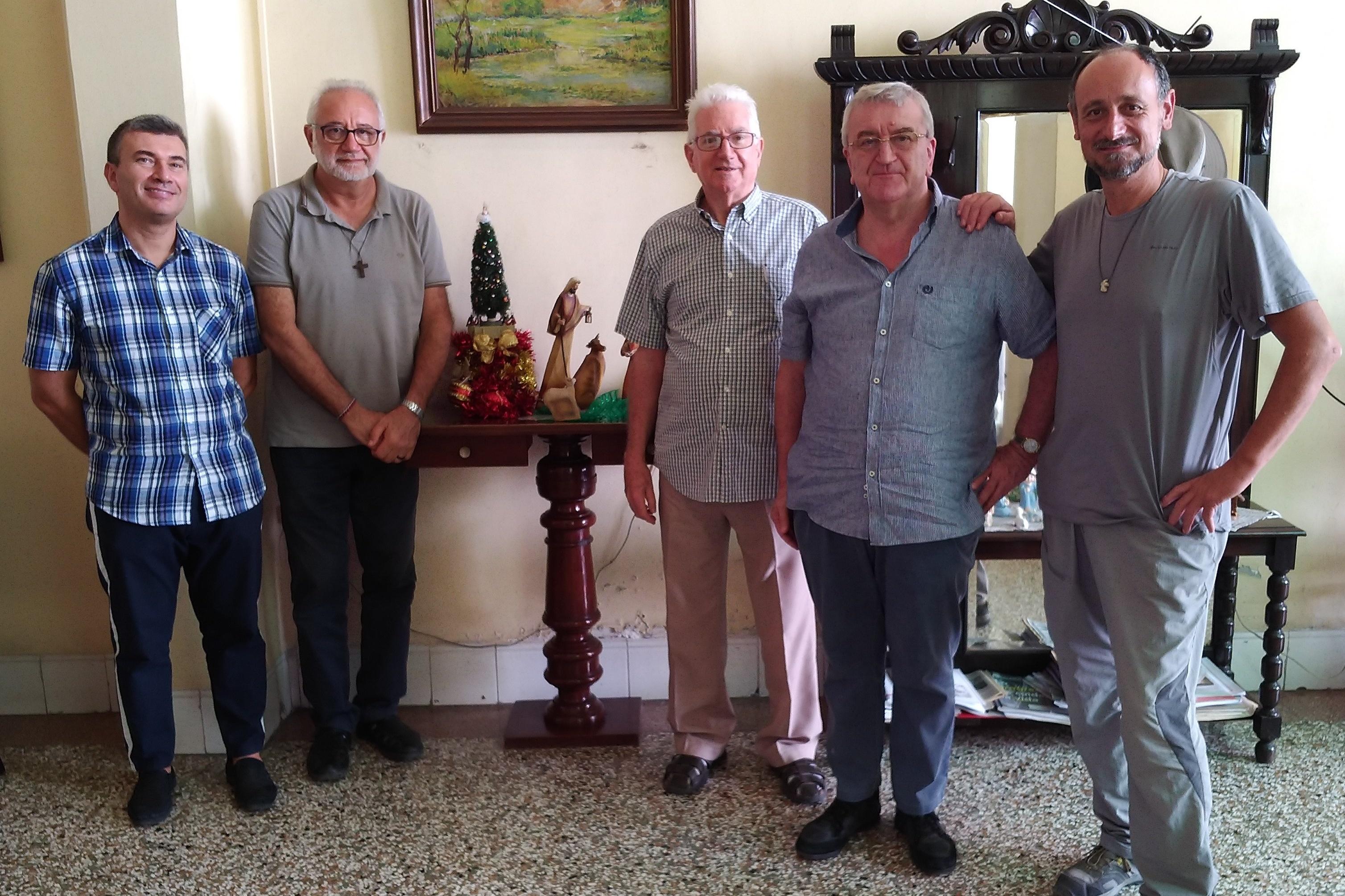 i sacerdoti Fidei Donum di Milano con l'Arcivescovo di Santiago Mons. Dionisio Cropped