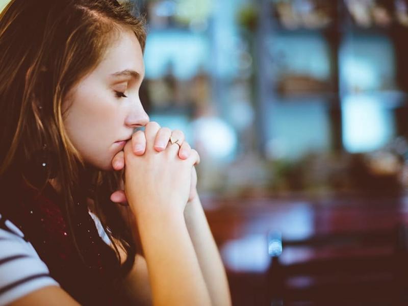 Giovane-in-preghiera