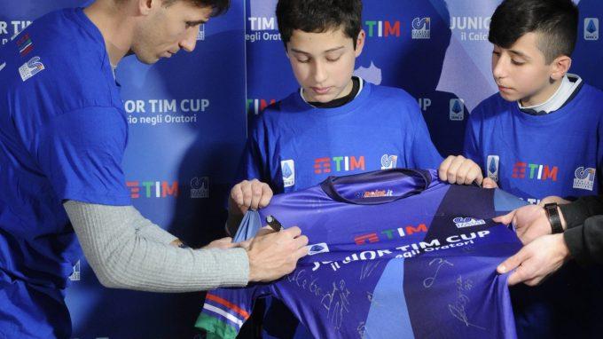 Junior TIM Cup Milano Biglia firma maglia staffetta