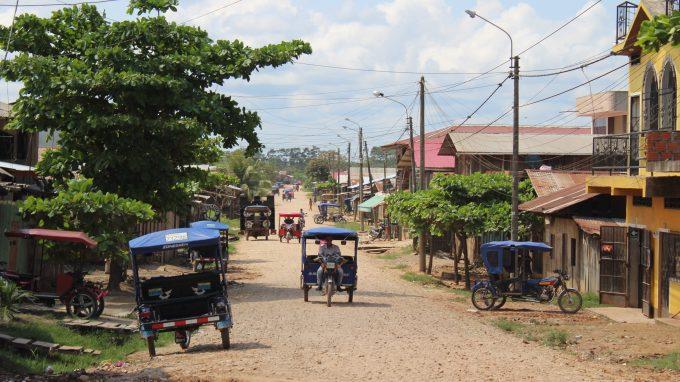 Una strada di Pucallpa