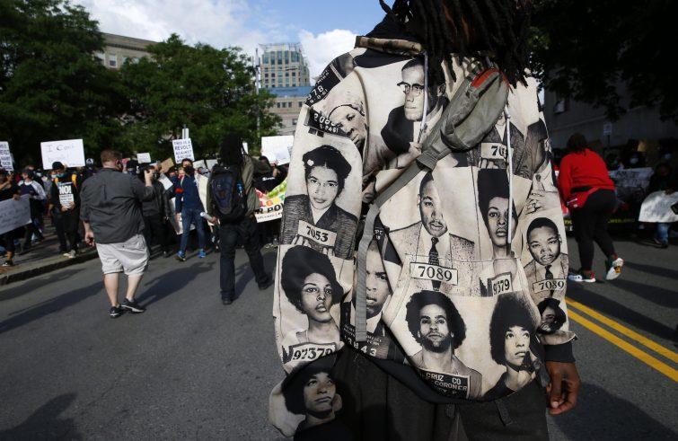 Un'immagine delle manifestazioni di protesta (foto Ansa/Sir)
