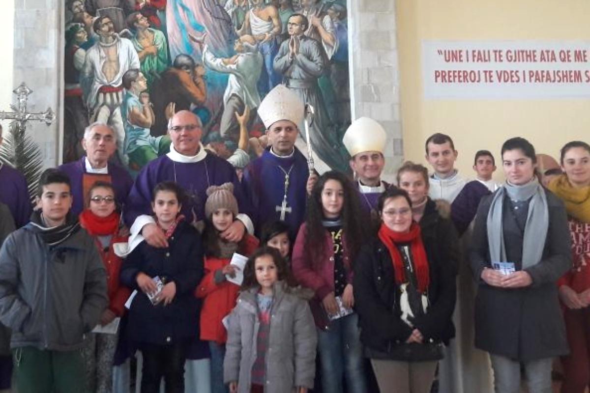 Il-vescovo-Mons-Mario-in-visita-alla-missione-2018-qui-a-Blinisht-con-Mons-Simon-Kulli (1)