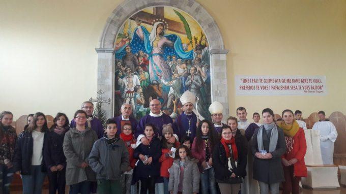 Il vescovo Mons Mario in visita alla missione 2018 qui a Blinisht con Mons Simon Kulli
