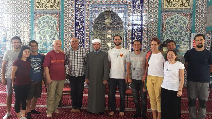 incontro dei giovani di Cinisello B. con hoxha Lavderim in moschea a Scutari