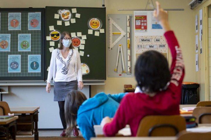 scuola con mascherina