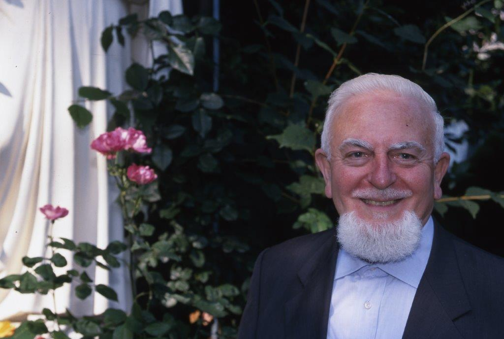 padre Mario Meda