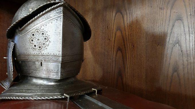 Elmo e spada originali del generale Lautrec, donati alla Madonna il 28 febbraio 1522
