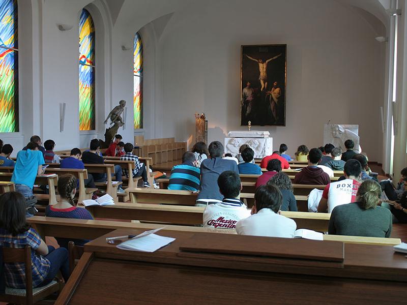 Gruppo-Samuele-Giovani-in-preghiera