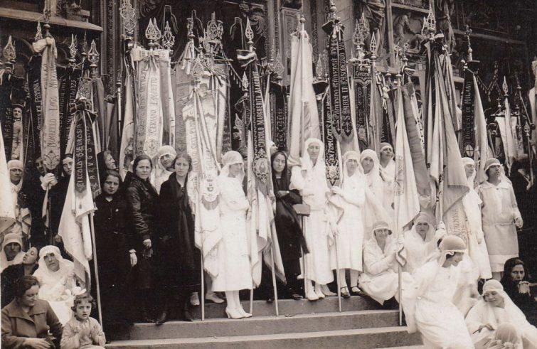 Una-iniziativa-pubblica-della-Gioventù-femminile-di-Azione-cattolica-fondata-da-Armida-Barelli-755x491