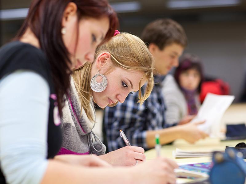 Giovani-studenti-1