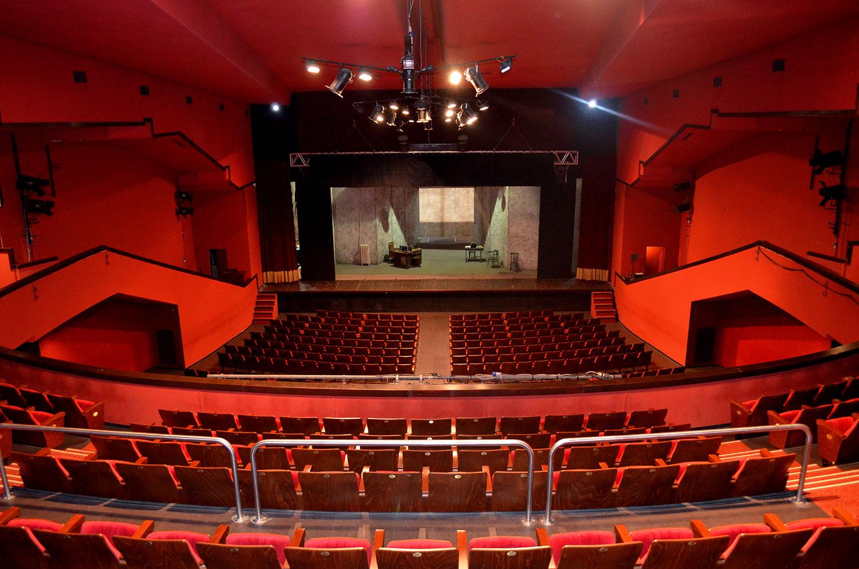 Il_palcoscenico_del_teatro_Carcano_dalla_balconata (1)
