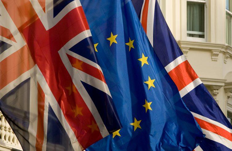 Ue-Regno-Unito-bandiere-foto-SIR-Ue-755x491