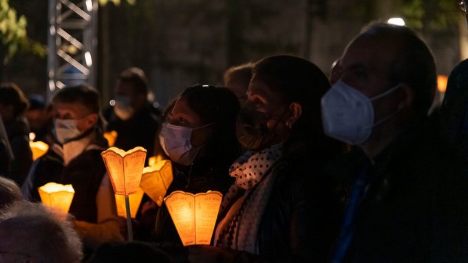 processione aux flambeaux lourdes 2021